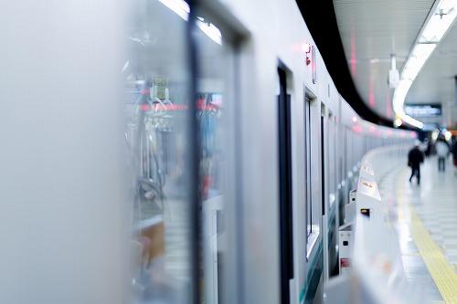 【悲報】撮り鉄さん、電車を遅延させてしまう₩₩₩₩