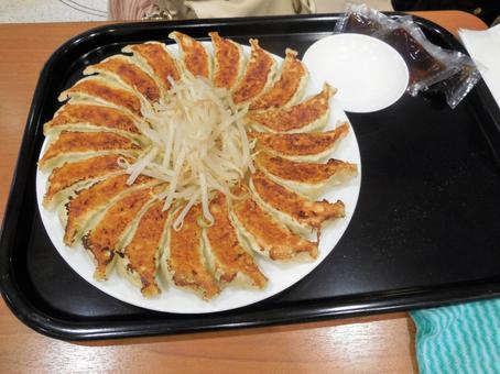 【朗報】浜松餃子、見た目だけなら宇都宮餃子に圧勝w