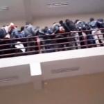 【閲覧注意】ボリビアの大学の手すり崩壊事故、やはり何回見てもヤバすぎる